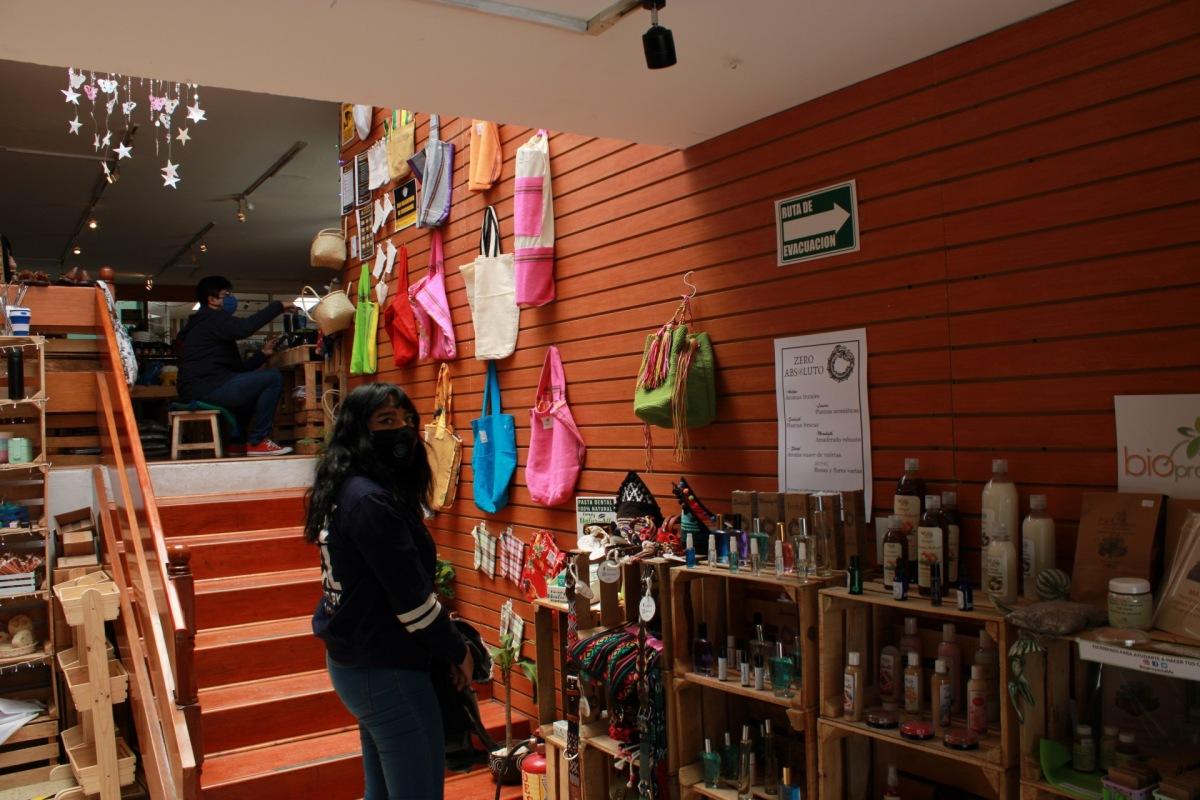 El Huacal-Centro Cultural: el bazar adaptado a la sanadistancia